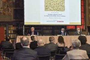 Il Prof. Giorgio Cantelli Forti durante la Relazione d'apertura_Credita Mkey (002)